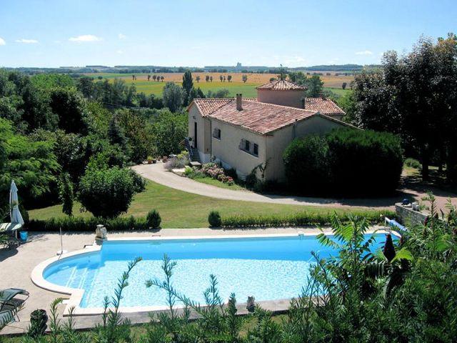 Vente maison avec piscine dans un village recherch for Recherche piscine