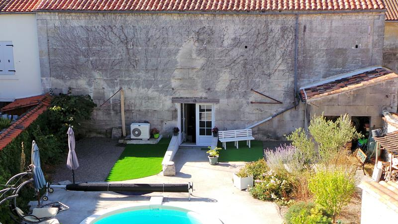 Vente belle maison de ville en pierre for Garage ad civray